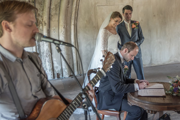 Bruiloft singer songwriter zanger ceremonie