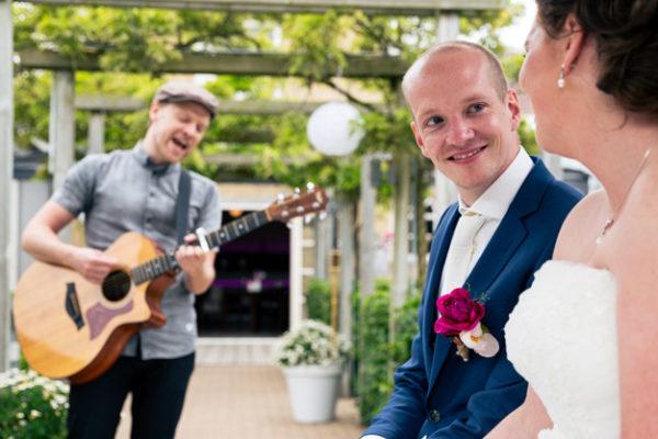 bruiloft zanger ceremonie foto 2